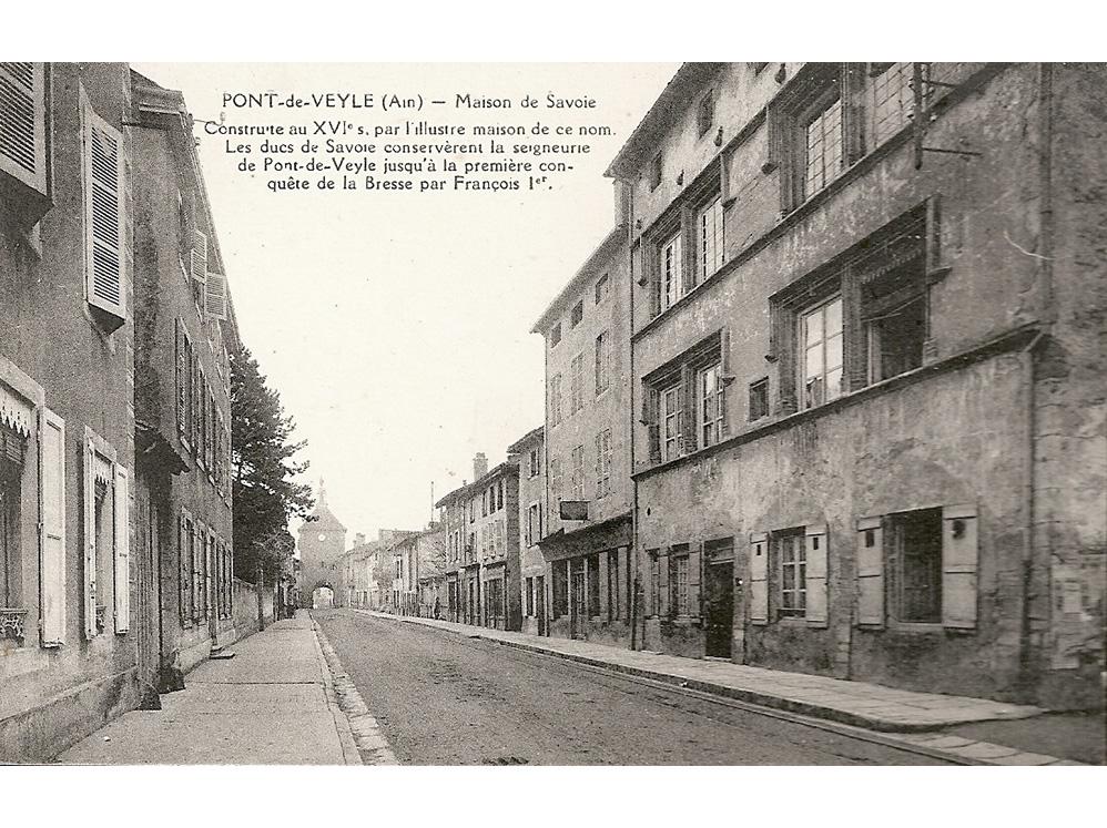 <p>La façade de la maison de Savoie , appelée aussi «logis du gouverneur de Savoie» sur la grande rue avec, au fond, la tour de l'Horloge, au moment de son acquisition par Pierre Larfouilloux en 1937.</p>