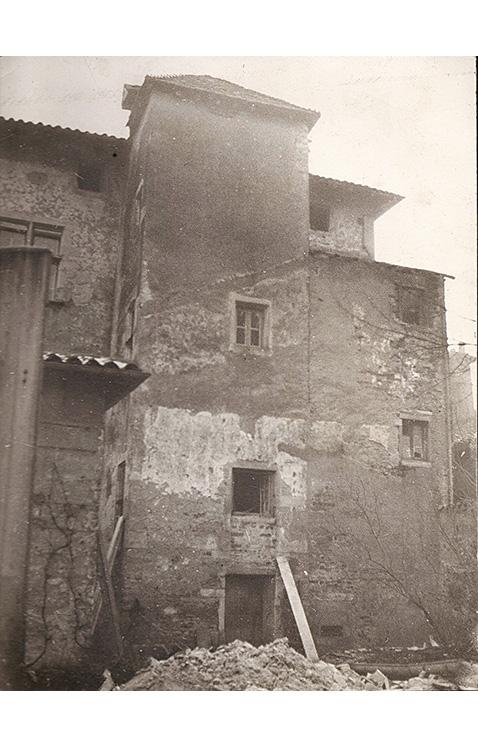 <p>La facade Est avant la restauration.</p>